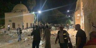 İsrail, Mescid-i Aksa'da ibadet edenlere göz yaşartıcı gaz, ses bombası ve plastik mermi ile saldırdı