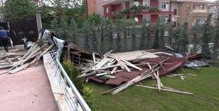 Kırıkkale'de 'toz fırtınası' etkili oldu: Çatılar uçtu, ağaçlar kökünden söküldü