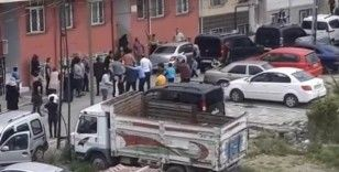 Esenyurt'ta sokakta oynayan 7 yaşındaki kız çocuğuna otomobil çarptı