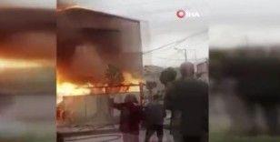 Avcılar'da korkutan yangın: Canını kurtarmak için ikinci kattan atladı