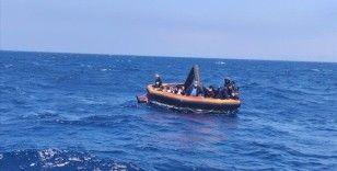 İzmir açıklarında Türk kara sularına itilen 74 sığınmacı kurtarıldı