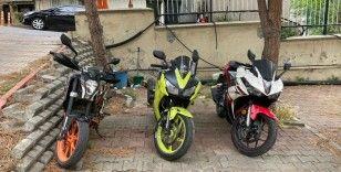 Çaldıkları motosikletleri şehir dışına götüren çete çökertildi