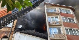 Beyoğlu'nda halı yıkama fabrikasında çıkan yangında can pazarı