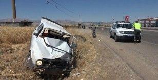 Adıyaman'da iki otomobil çarpıştı: 8 yaralı