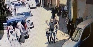 İstanbul'da dehşet anları kamerada: Ev sahibi kiracısını bıçakladı