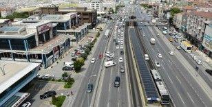 Avcılar E-5'te zincirleme trafik kazası: Trafik kilitlendi