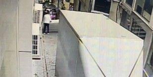 Avcılar'da balkonların çökme anı kamerada