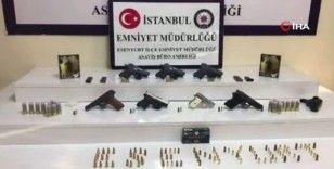 Esenyurt'ta oto galeride silah ticaretine polis operasyonu: 4 gözaltı