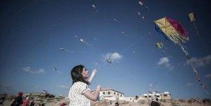 Gazze'de çocuklar uçurtma uçurarak İsrail saldırılarının psikolojik etkilerinden kurtulmaya çalıştı