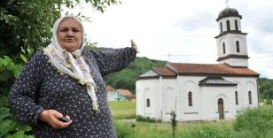Boşnak nine Orloviç'in bahçesine izinsiz yapılan Ortodoks kilisenin yıkımına başlandı