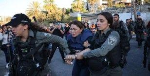 İsrail güçlerinden Al-Jazeera muhabirine darp ve gözaltı