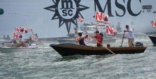 Venedik'te kruvaziyer seferlerinin tekrar başlaması protesto edildi