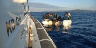 İzmir açıklarında 17 düzensiz göçmen kurtarıldı