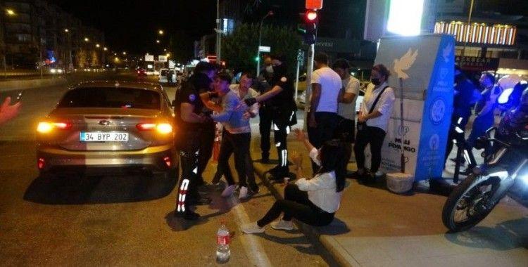 Antalya'da alkollü sürücü 5 araca çarpıp hurdaya çevirdi: 2 yaralı