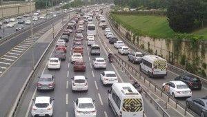 İstanbul'da kısıtlama sonrası ilk iş gününde trafik yoğunluğu