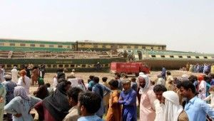Pakistan'daki tren kazasında ölü sayısı 36'ya yükseldi