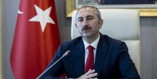 Adalet Bakanı Gül: Bir kadına yöneltilen şiddet, esasen toplumun bütününe yöneltilmiş bir şiddettir