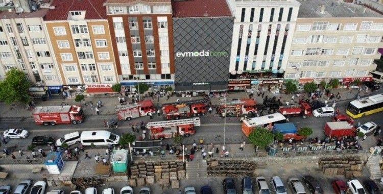 Esenler'de alışveriş merkezinde yangın paniği