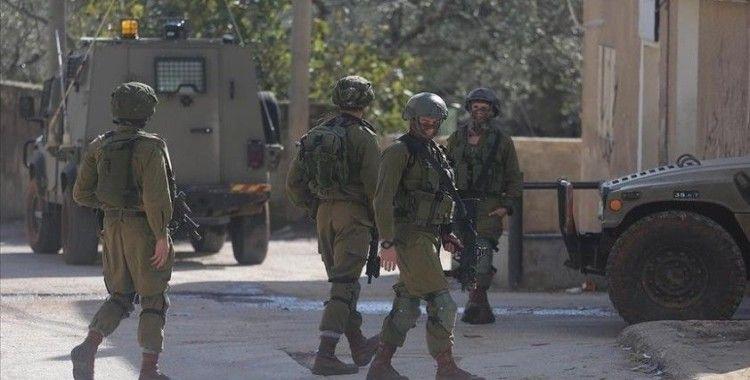 İsrail askerleri Batı Şeria'da 11 Filistinliyi gözaltına aldı