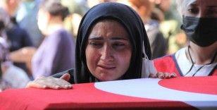 İzmir şehidini gözyaşlarıyla uğurladı