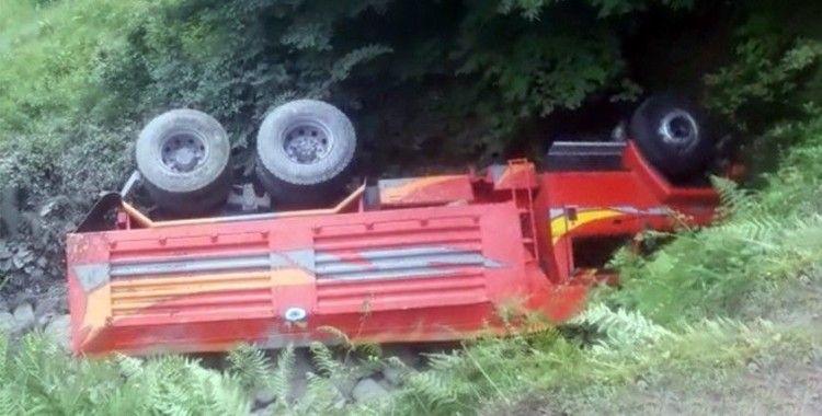 Yeni aldığı kamyonun altına kaldı: 1 ölü