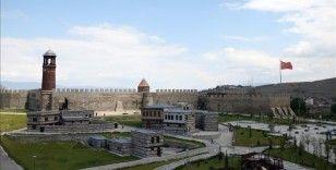 Tarih kokan Erzurum'un asırlık yapıları millet bahçesiyle gün yüzüne çıkıyor