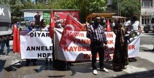 Hakkari'de terör mağduru aileler HDP İl Başkanlığı önünde eylem yaptı