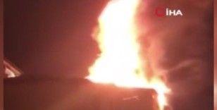 Fatih'te bir binada çıkan yangın çevredeki 4 binaya sıçradı