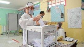 Cezayir'de rekor düşük katılımlı genel seçimin sonuçları ilk 24 saatte açıklanmadı