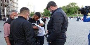 Taksim'de fahiş fiyatla parfüm satanları polis ve zabıta ekipleri yakaladı