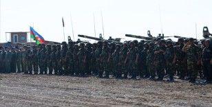 Azerbaycan ordusu Karabağ'daki savaşta 2 bin 904 şehit verdi