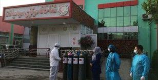 Türk Kızılaydan Afganistan'da Kovid-19 hastalarına oksijen tüpü desteği