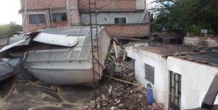 Meksika'da raydan çıkan tren 4 eve zarar verdi: 1 ölü, 3 yaralı