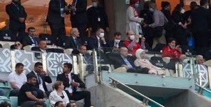 Cumhurbaşkanı Erdoğan, tribündeki yerini aldı