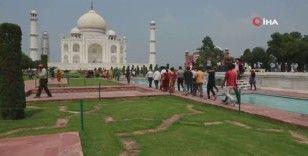 İki ay sonra açılan Tac Mahal'a ziyaretçi akını