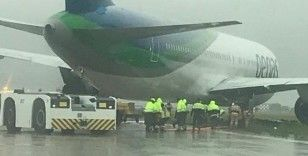 Kırım'da yolcu uçağı pistten çıktı