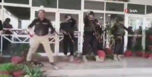 Pakistan'ın Belucistan eyaletinde muhalefet milletvekilleri polisle çatıştı