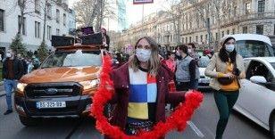 Gürcistan'da açık alanlarda maske takma zorunluluğu kaldırıldı