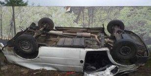 Devrilen minibüsteki yaralıları itfaiye kurtardı