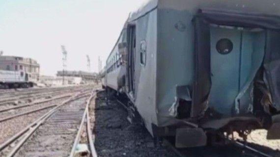 Mısır'da iki tren çarpıştı
