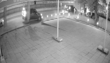 Otomobile çarpan motosikletteki iki kişi havaya savruldu