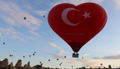 Türkiye'nin ilk figürlü balonu Kapadokya'da uçtu