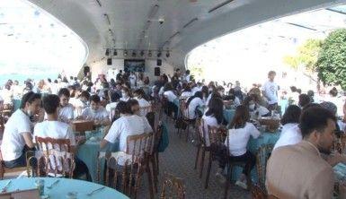 Bakan Selçuk, öğrencilerle Tarihi Valide Sultan Gemisi'nde buluştu
