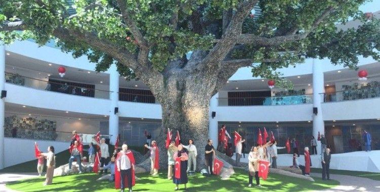 Cumhurbaşkanı Erdoğan'ın açılışını yaptığı 15 Temmuz Demokrasi Müzesi ziyaretçilerini ağırlıyor