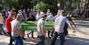 Eşi tarafından bıçaklanarak öldürülen kadın toprağa verildi
