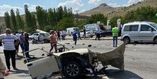 Ankara'da zincirleme trafik kazası: 1 ölü, 10 yaralı
