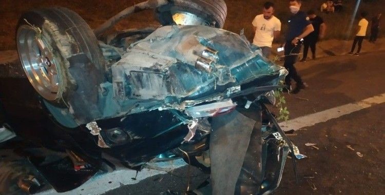 TEM Otoyolu'nda kontrolden çıkarak ağaçlık alana dalan otomobil takla attı: 1 yaralı