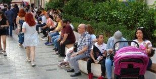 Bayram arefesinde Taksim'de yoğunluk