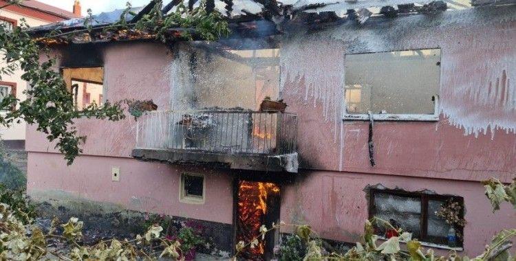 Tüp patladı, ev küle döndü