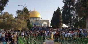 Yüz binlerce Müslüman, bayram namazını Mescid-i Aksa'da kıldı